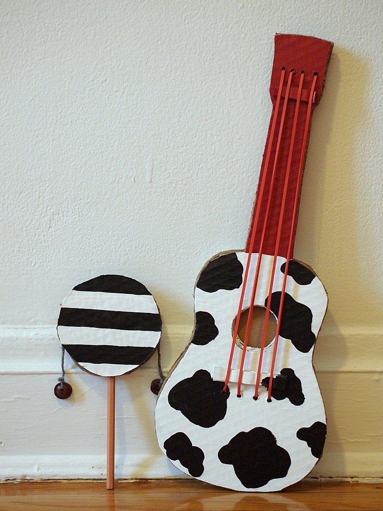 Своими руками гитару из подручных материалов 56